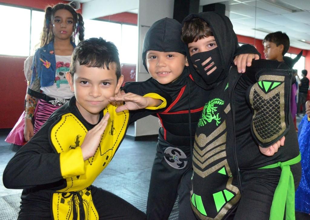 """Nuestros alumnos de ATC disfrazados de diferentes personajes """"Ninja"""" durante nuestra fiesta de disfraces."""