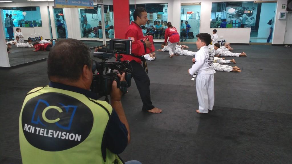 ¡Luces, Cámara, Acción! Supernachín demostrando sus habilidades aprendidas en American Taekwondo Center Barranquilla...