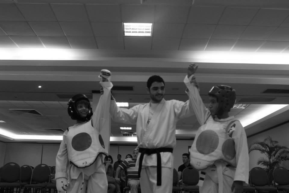 Finalizando el Combate... en American Taekwondo Center, todos somos ganadores!