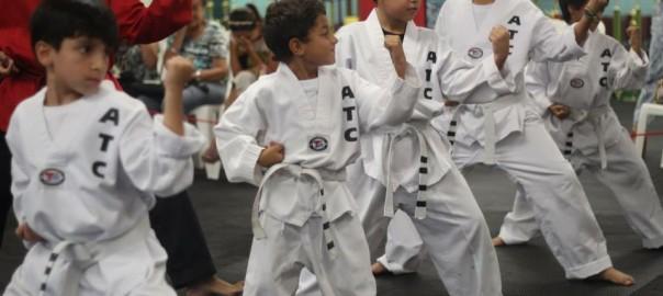Todos los alumnos en American Taekwondo comienzan con un cinturón blanco, independientemente de su edad.