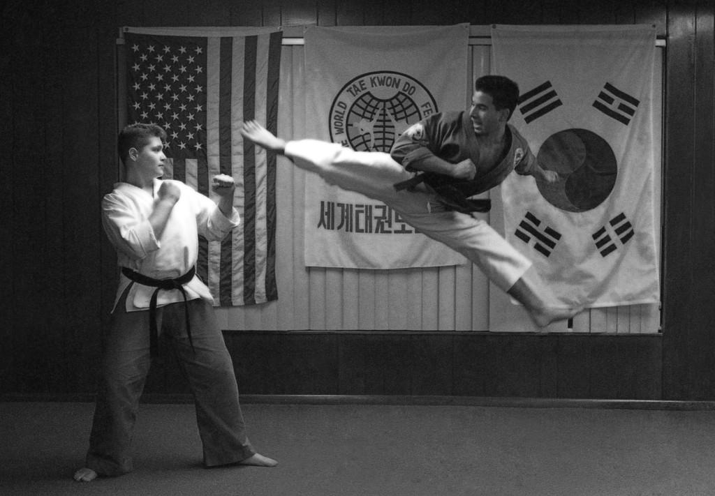 Nuestro Maestro y fundador, Senior Master Henry Abello, obtuvo su cinturón negro a la edad de 11 años.