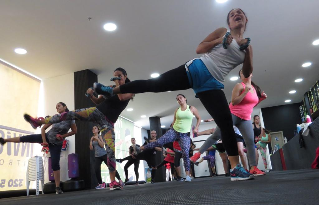TAEROBICS es un programa de ejercicios perteneciente al género de Cardio Kickboxing