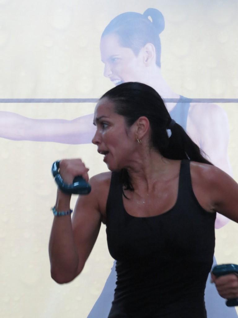 Las rutinas de Cardio Kickboxing como el TAEROBICS ayudan a tenr un corazón más sano