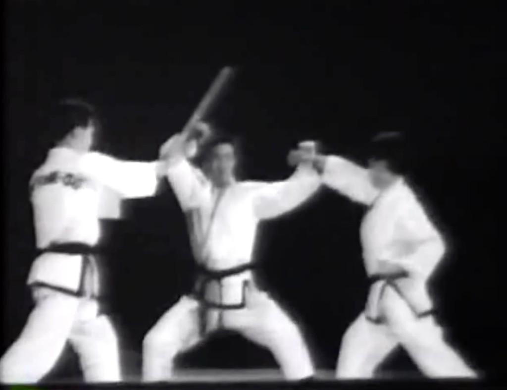 Grand Master Choi protagonizando el primer video instruccional del Taekwondo moderno