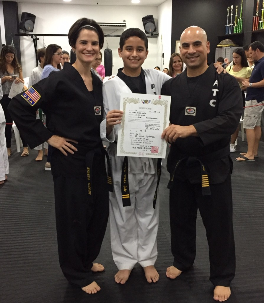 Juan Diego recibiendo su segundo grado de Cinturón Negro en American Taekwondo Center