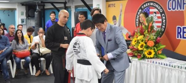 Juan Diego recibiendo su cinturón Negro