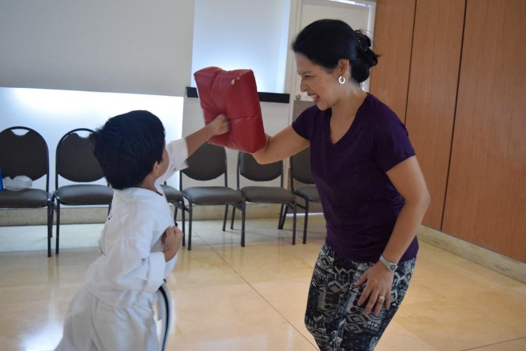 Como mamá o papá ATC, pueder aprovechar las rutnas en casa para involucrarte más en el progreso de tus hijos en el arte marcial