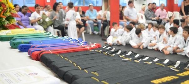 En American Taekwondo Center llevamos a cabo varias Ceremonias de Entrega de Cinturón al año.