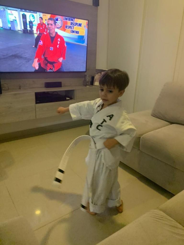 Matias es un alumo que le encantan sus clases y que se ha adaptado muy bien al nuevo ambiente de clases en casa